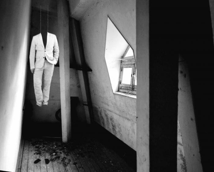 Autoportrait suspendu, 2014, jet d'encre sur Canson Baryta, 70X100 cm, 6 ex Etienne Buraud