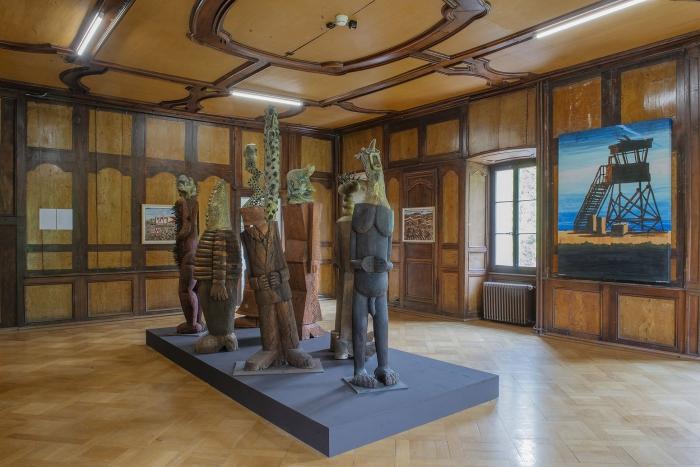 """Vue de l'exposition Hervé Di Rosa, """"Autour du Monde"""" au Manoir de Martigny (© Pierre Schwartz)"""