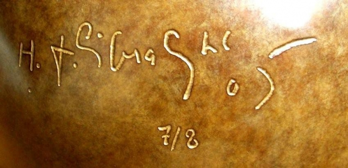 Hervé Télémaque, Le Désert (1968-2005), bronze, détail de la signature. h 100 cm, diamètre 25 cm. 8 exemplaires