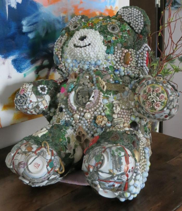 Bear X, Mosaico de bisutería, 56 x 62 x 56 cm, 2013