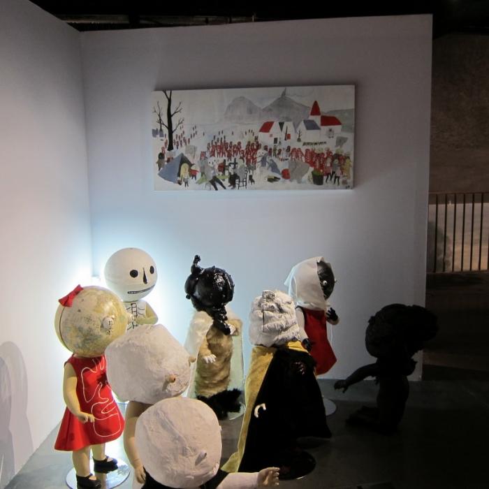 Neil Farber, installation de Mannys, plâtre, résine, tissus (drop fine art)