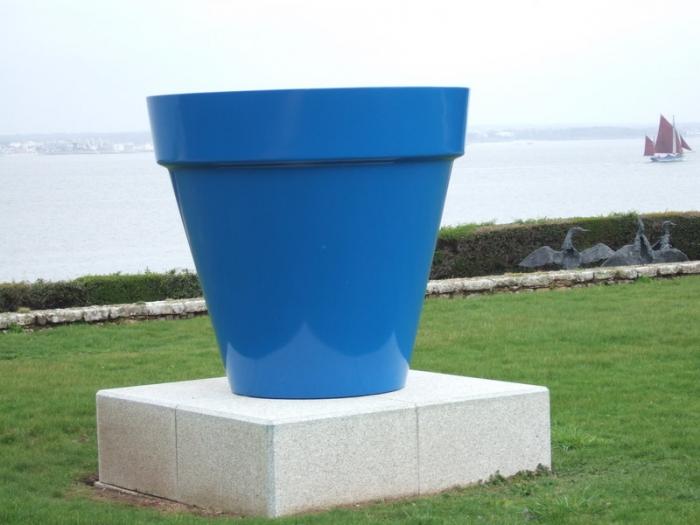 Jean Pierre Raynaud, Pot bleu, Résine, 1, 40 m