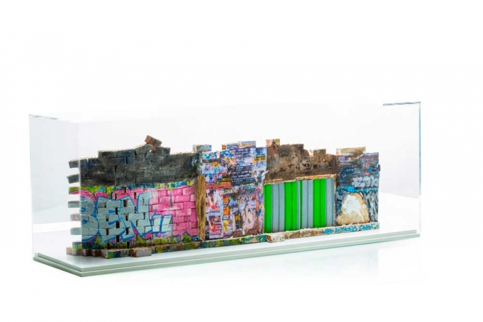 Rue de Lille, Paris - Recto 21,5x65,50x12cm. Un titre de propriété de mur est remis à l'acquéreur. Ex unique.