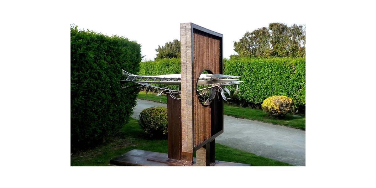 Vincent De Monpezat, Big Fish,acier nickelé, rouillé et soudé, 2007, 3x1.5x2.50 m