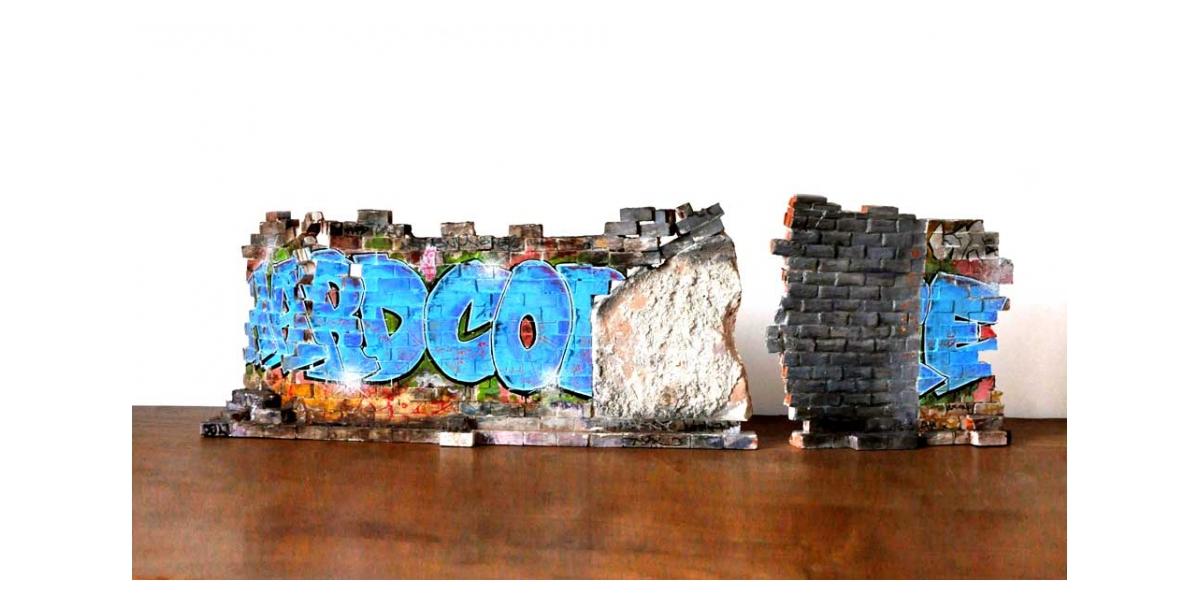 Mur Hard core - Recto 23x52.5x12.3 et 23x24.5x3cm. Un titre de propriété de mur est remis à l'acquéreur. Ex unique.