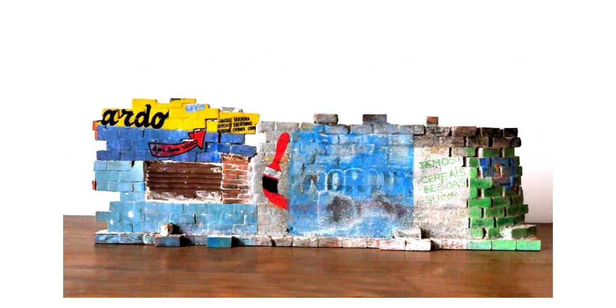 Mur brésilien - Recto 18.5x56x9cm. Un titre de propriété de mur est remis à l'acquéreur. Ex unique.
