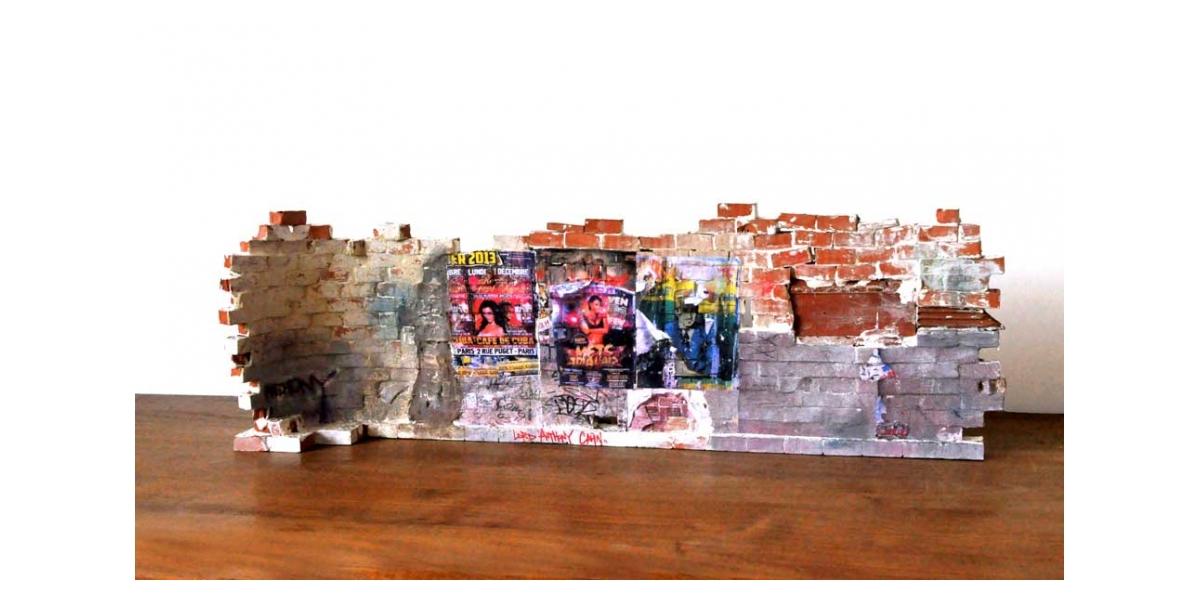 Mur vers Pigalle - Verso 21x62x11.5 cm. Un titre de propriété de mur est remis à l'acquéreur. Ex unique.