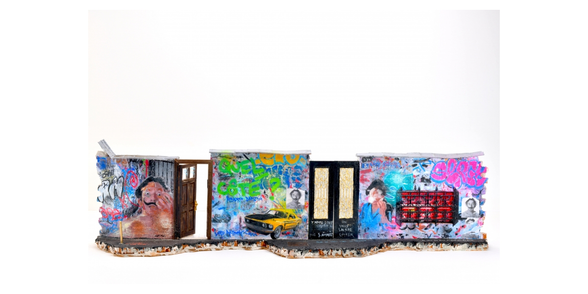Lord Anthony Cahn et Roberto Battistini, Rue de Verneuil Variation n°5, 2021, 24 x 88 x20 cm, Sculpture brique, ciment,métal, bois, feuille d'or, peinture techniquesmixtes