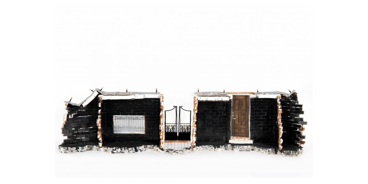 Lord Anthony Cahn et Roberto Battistini pour 'Gainsbourg Still Alive', Rue de Verneuil Variation n°4, briques, ciment, bois, aérographe et acrylique, 2016-2017. 26 x 90 x 26 cm.