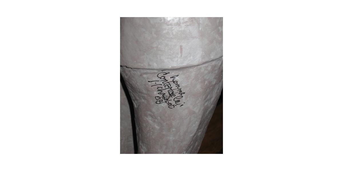 Content de lui (2009), détail de la sculpture en résine Drop Fine Art, 55 cm (hauteur)