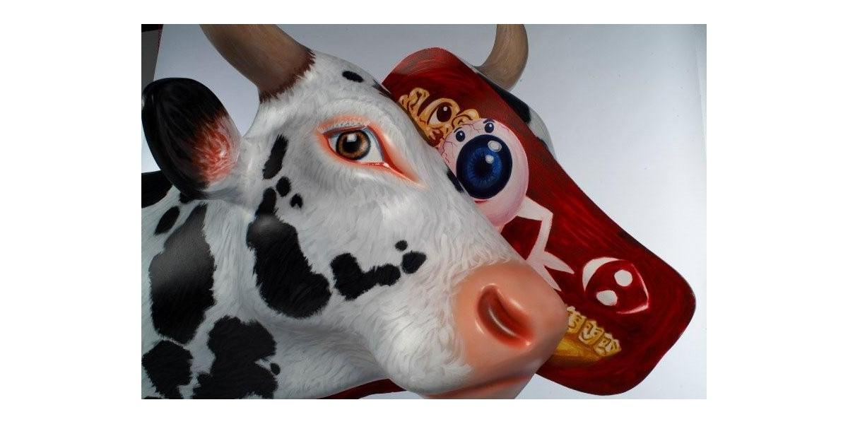 Hommage à Damien Hirst, Vache, résine et bois, 2007, 31 x 55 cm, Hervé Di Rosa