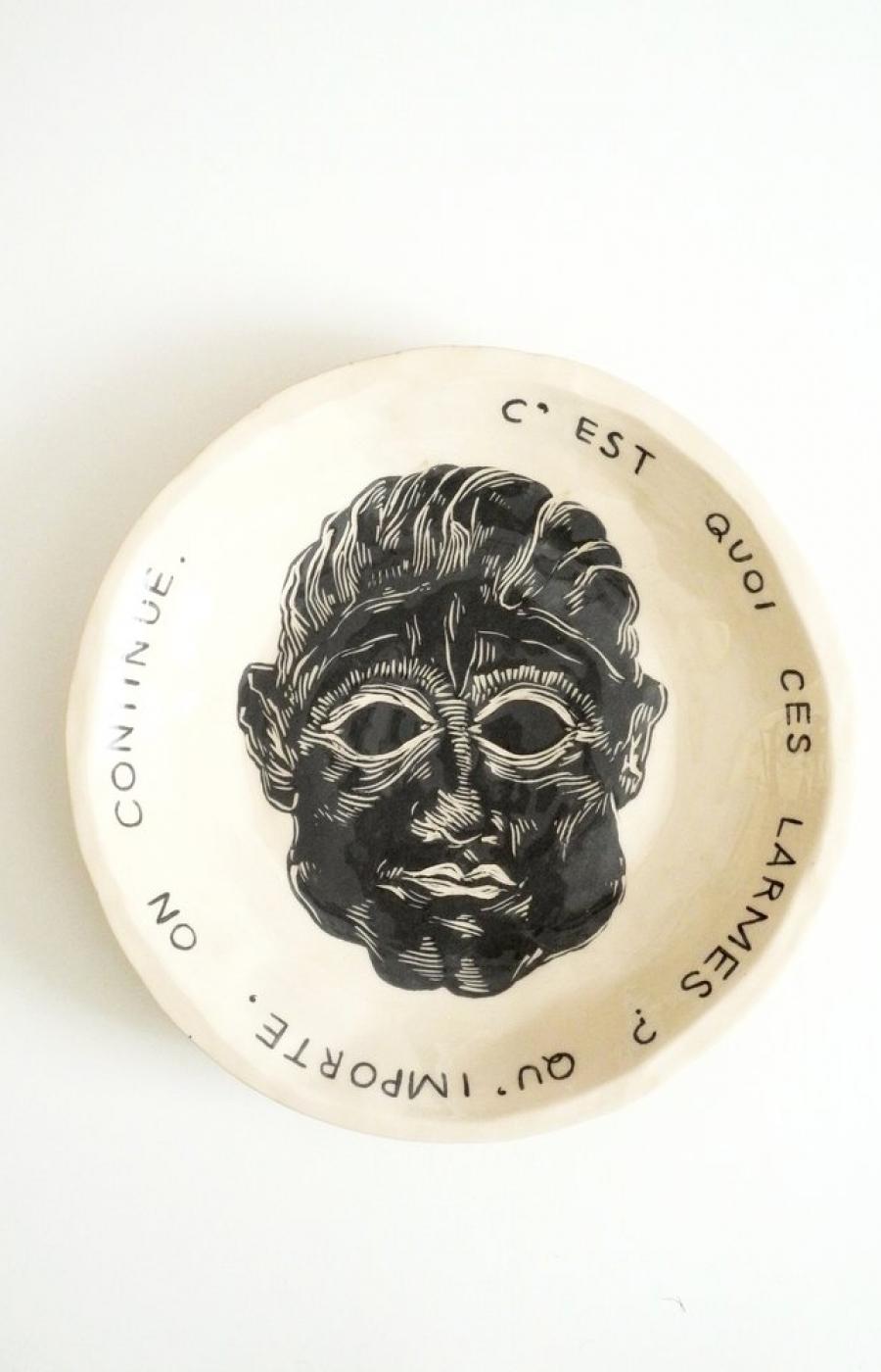 <b>Clément Bataille</b>, <em>C'est quoi ces larmes ?</em>, Assiette en terre lisse blanche émaillée, 2018 /29x29x3cm