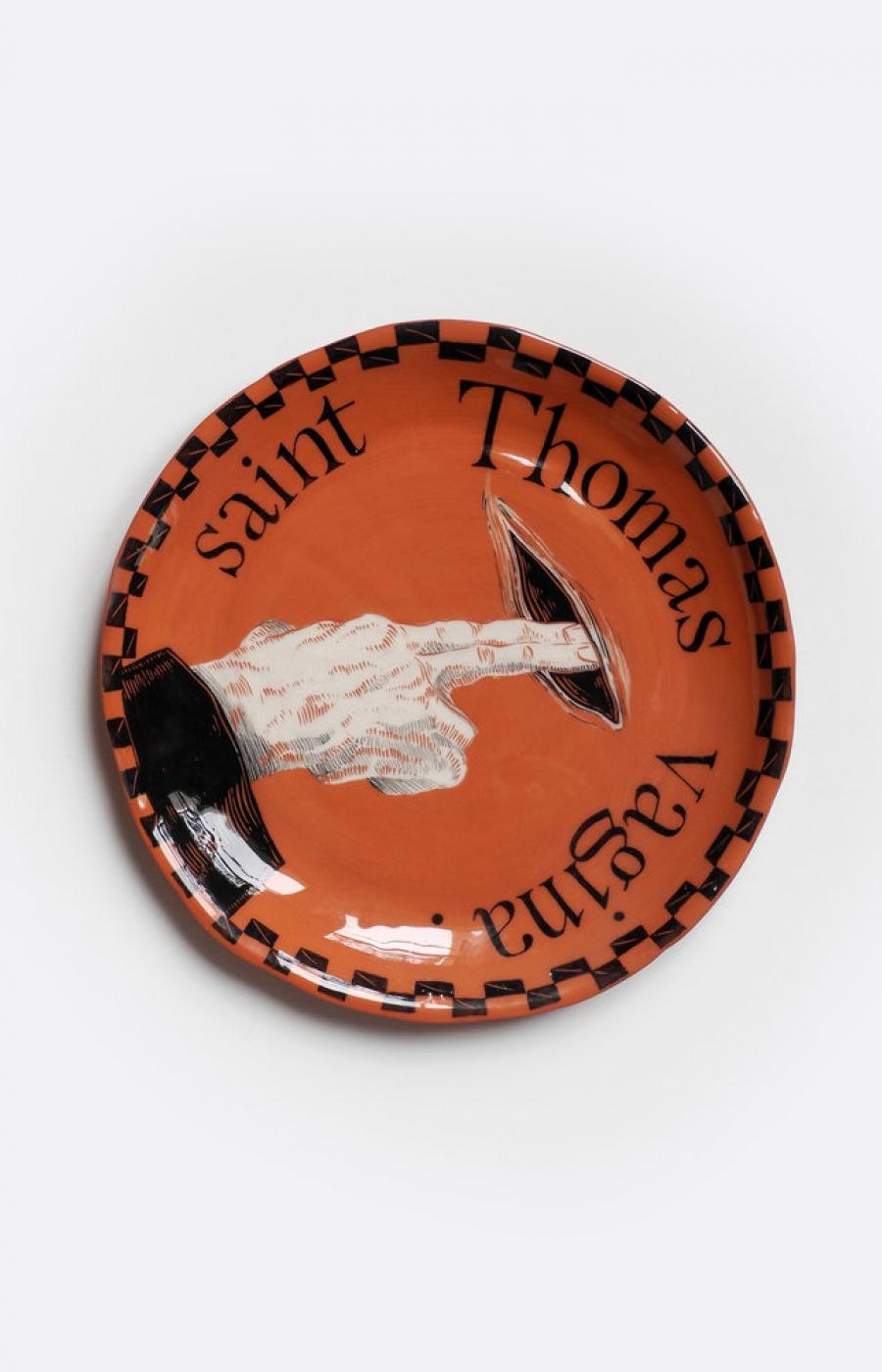 <b>Clément Bataille</b>, <em>Saint Thomas Vagina</em>, Assiette en terre lisse rouge émaillée., 2018 /24x24x3cm
